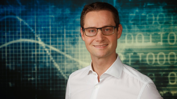 Geschäftsführer Mag.(FH) Stefan Düss