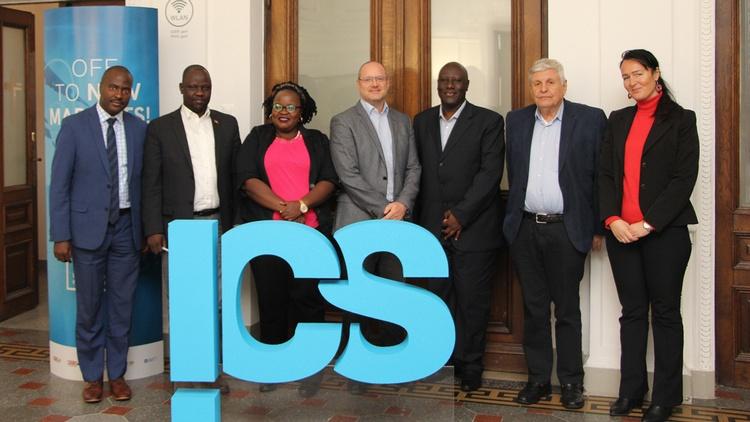 Gruppenbild mit der Delegation aus Uganda