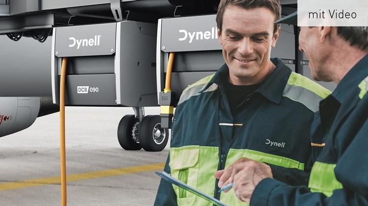 Dynell Mitarbeiter vor einem Flugzeug samt Dynell Bodenstromversorgung
