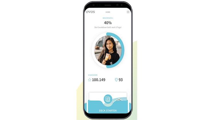 """Smartphone mit geöffneter """"Playful training"""" App. Anzeige des Lernfortschritts"""