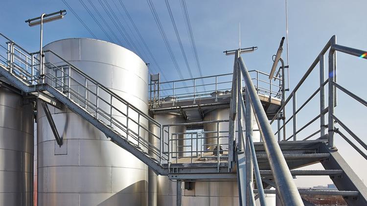 Industrieanlage von außen